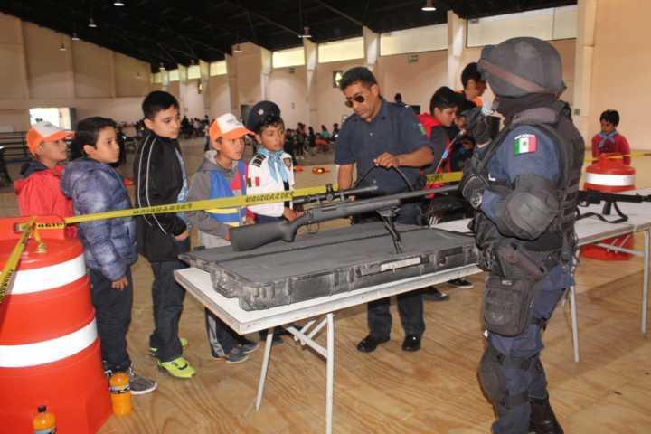 Convive policía de Apizaco con participantes del curso de verano