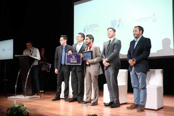 Encabeza alcalde de Apizaco entrega del Premio Municipal de la Juventud