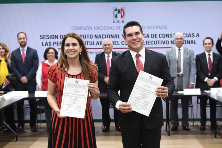 Reciben constancia Alejandro Moreno y Carolina Viggiano como nuevos dirigentes del PRI