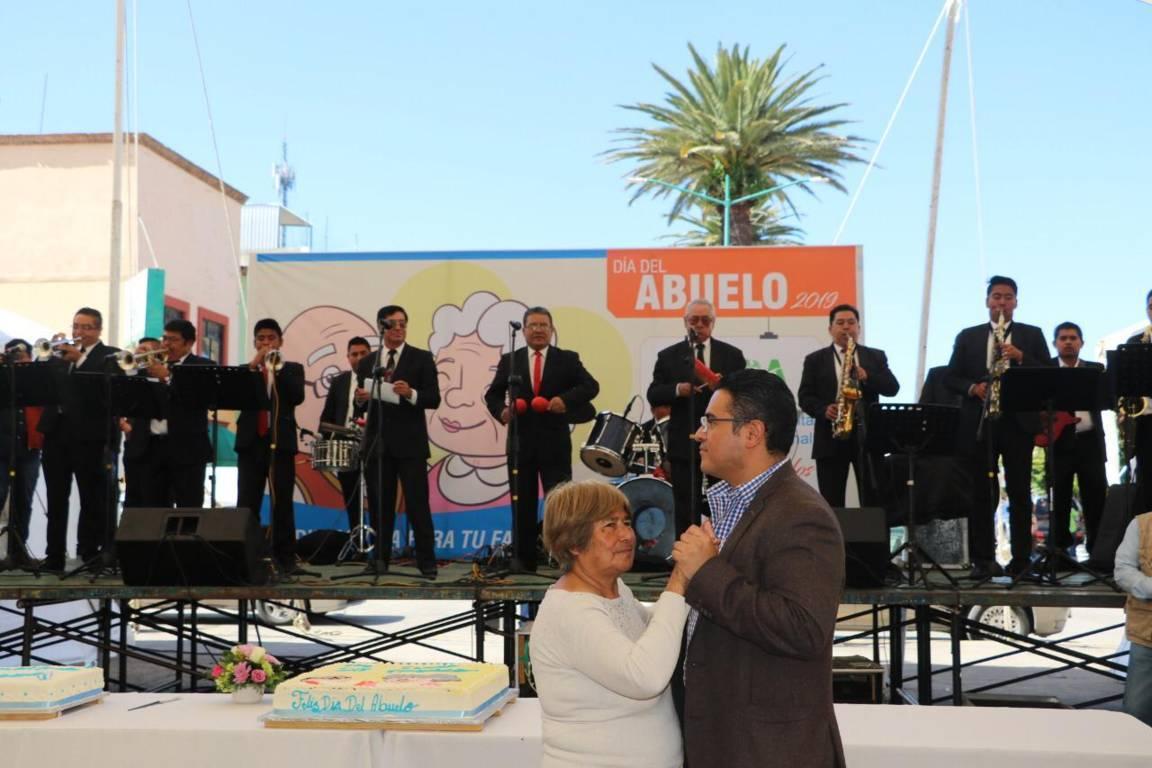 Gran festejo vivieron más de mil abuelitos en Apizaco