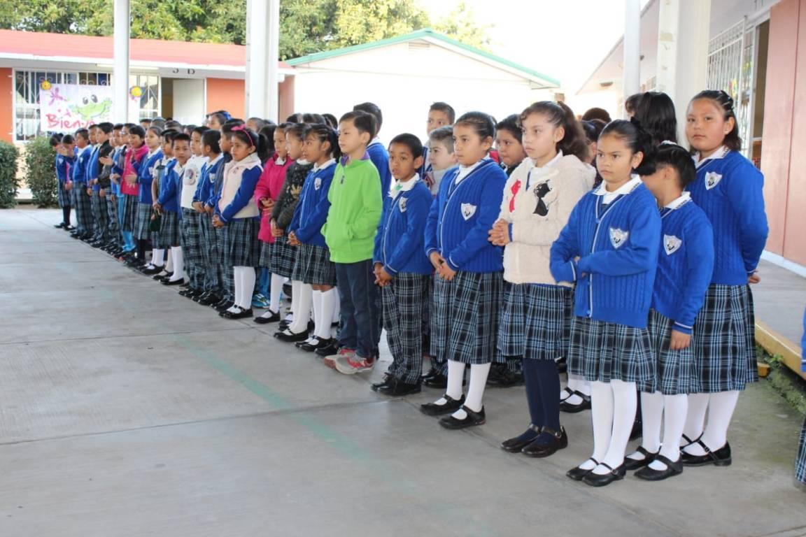 Comuna de Apetatitlán da equipo de video vigilancia a escuela de Tlatempan