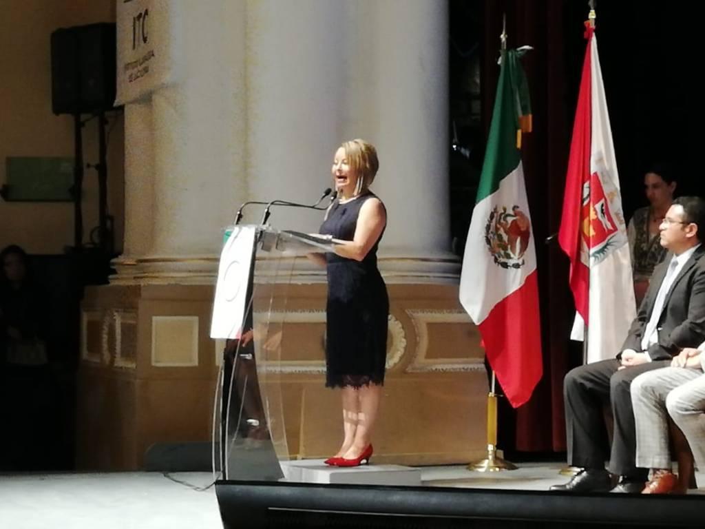 Reconocen que Minerva Hernández es vividora de la política