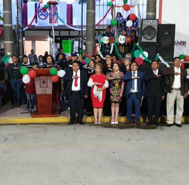 Pluma Morales encabezó el tradicional grito de Independencia