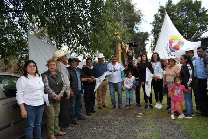 Alcalde puso en marcha 6 obras de servicios básicos para cuatro calles