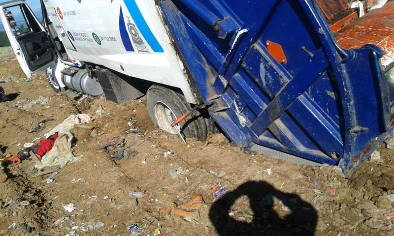 Se atascan en relleno sanitario camiones de basura de Apizaco