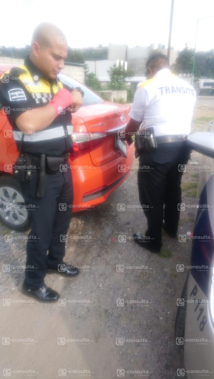 Denuncian a policías de Totolac por robo de placa