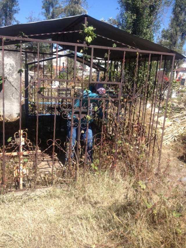 Ayuntamiento de San Pablo del Monte realiza limpieza y mantenimiento a panteones municipales