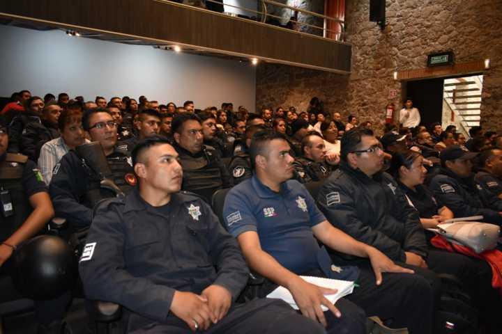 Ayuntamiento capacita a funcionarios y policías en Derechos Humanos