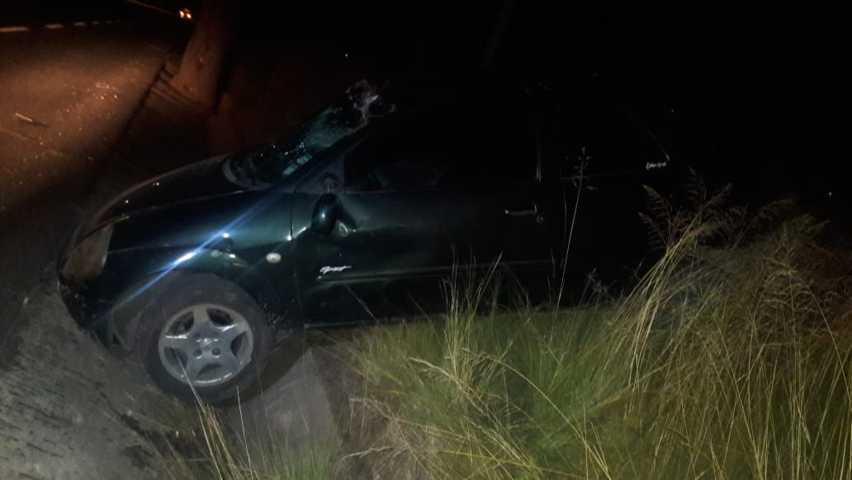 Policías ponen a disposición vehículo abandonado con huellas de accidente