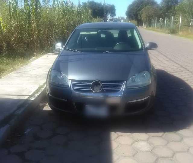 Policía municipal en la comunidad de Tetela recuperan auto con reporte de robo