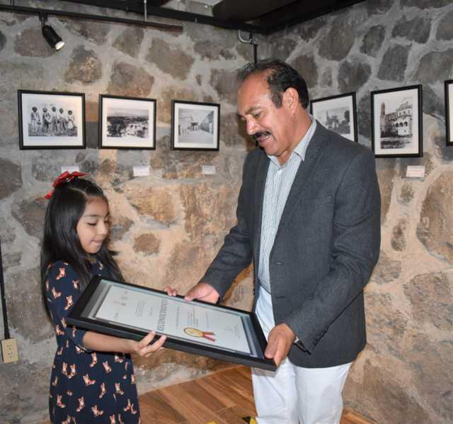 TOA reconoce a Ivanna M. por su 1er lugar en el Nacional de Cultura Turística