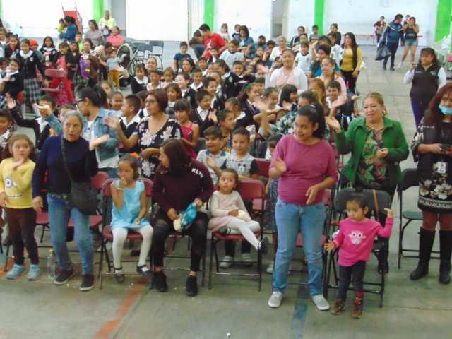 Cientos de niños se deleitaron con los titiriteros tlaxcaltecas Ustedes y Nosotros