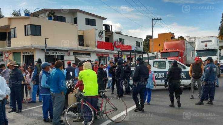 Pobladores de Tlaltelulco cierran la Vía Corta por límites territoriales