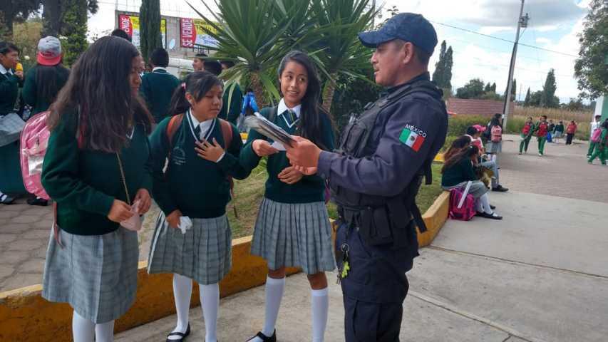 Policía de Tlaltelulco inicia campaña preventiva en alumnos de secundarias