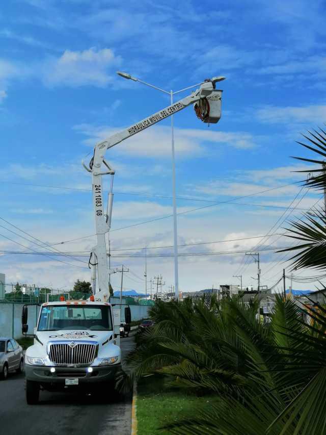 Colocan 25 postes nuevos para 50 luminarias en Apizaco