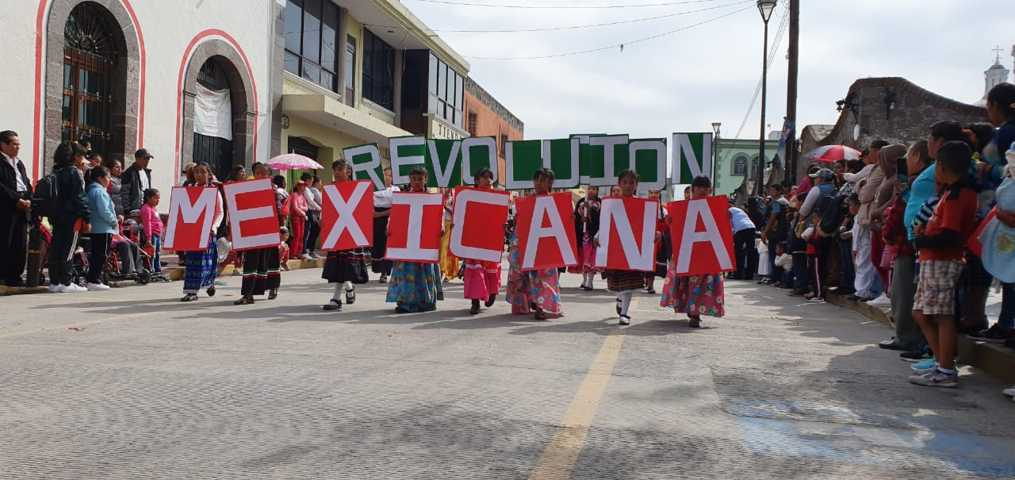 Alcalde encabeza desfile conmemorativo de la Revolución Mexicana