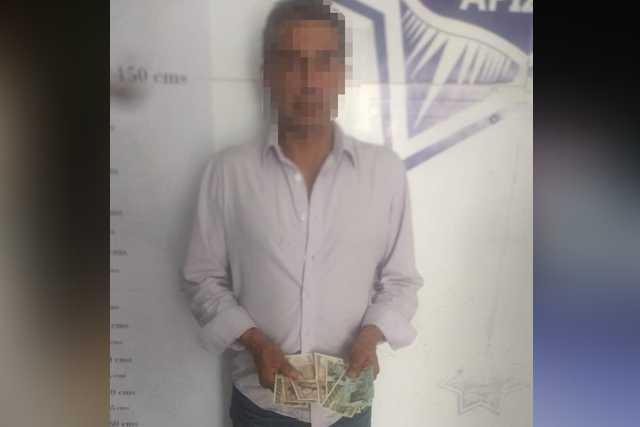 Aseguran a sujeto que intentó cambiar billetes descontinuados en Apizaco