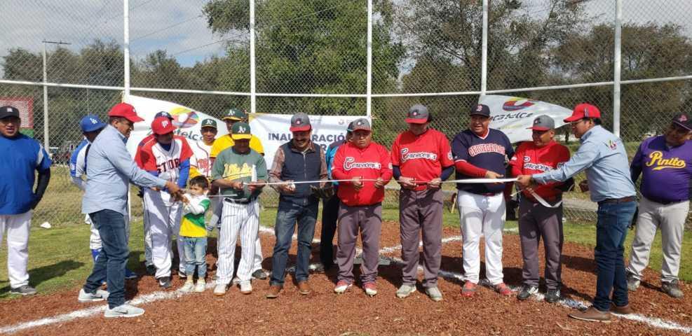 Alcalde impulsa el deporte en la 5ta sección con un campo de béisbol