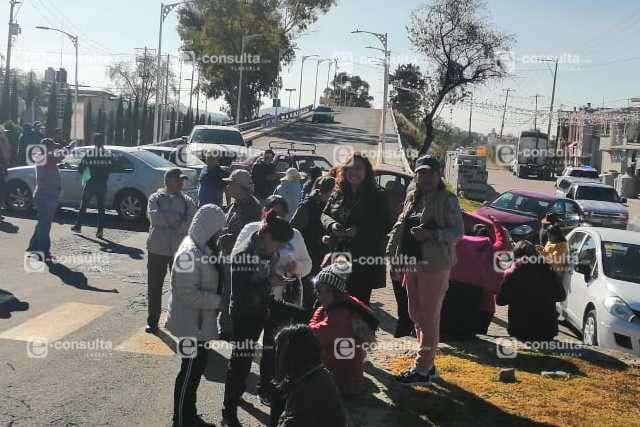 Sindicalizados exigen pago de prestaciones en Ixtacuixtla, paralizan accesos