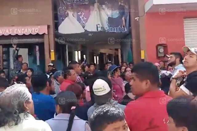Suspenden a comerciantes y se desata inconformidad en Chiautempan