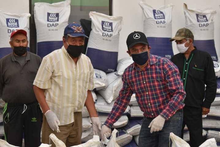 Orea entrega más apoyo al sector campesino de Zacatelco