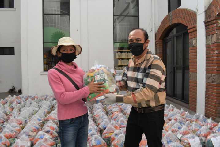 Orea continúa con la entrega de despensas en Zacatelco