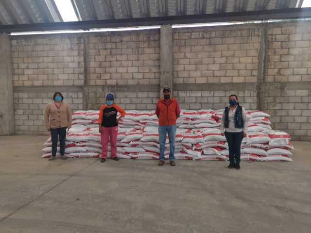 SEFOA en coordinación con el Ayto. de Zacatelco entregan semilla y fertilizante al sector agrario