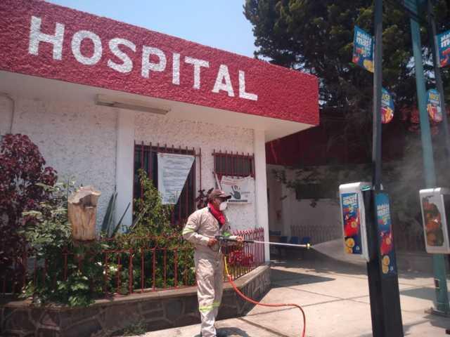 Sanitizan los espacios de salud en Zacatelco