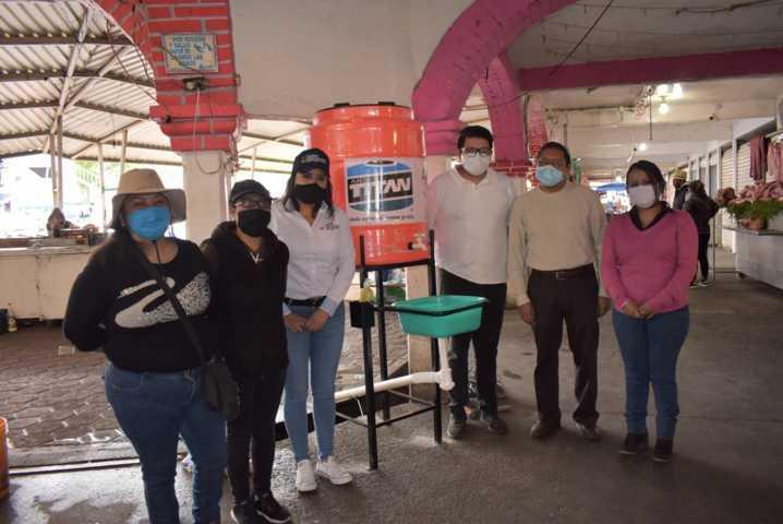 Dan mantenimiento e Instalan un nuevo lavamanos en el Mercado municipal de Zacatelco