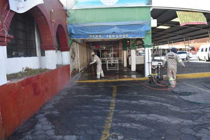 Limpian y desinfectan el mercado municipal de zacatelco