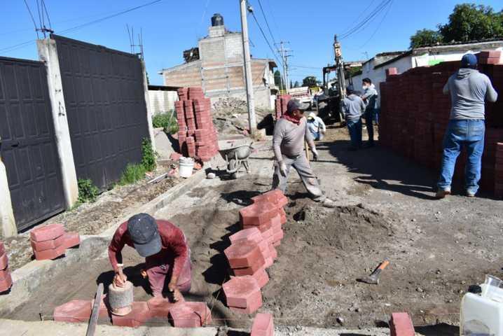 Ya se trabaja en el adoquinamiento en calle buenavista en Zacatelco