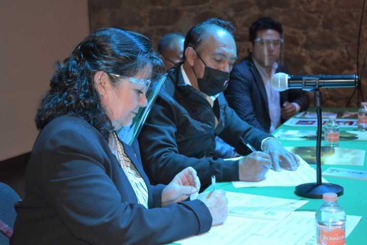 Firman convenio Ayuntamiento de Zacatelco y la fundación LATAM