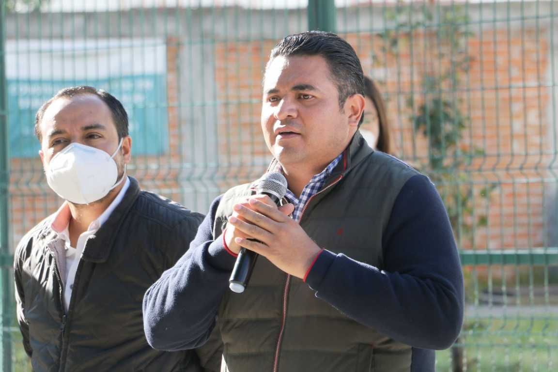 Cumple Julio César Hernández con entrega de ambulancia a comunidades