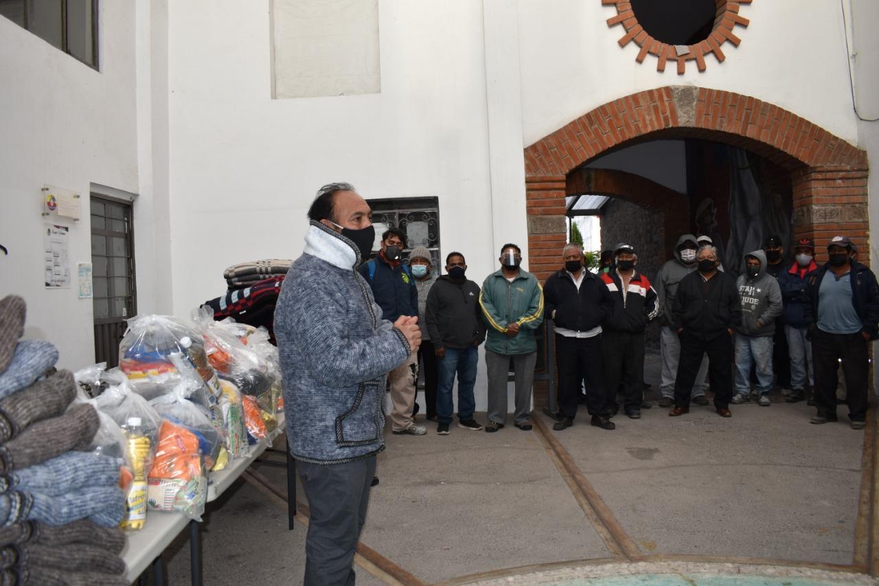 Presidente de Zacatelco entrega apoyos y reconoce labor de servicios municipales