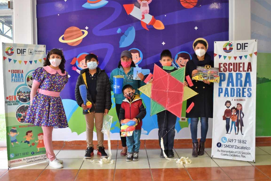 DIF de Zacatelco entrega juguetes este Día de Reyes