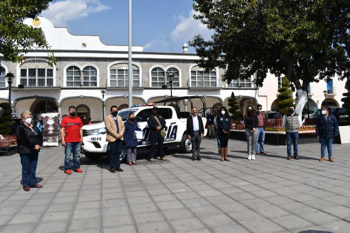 Presidente de Zacatelco entrega nueva patrulla a la policía municipal