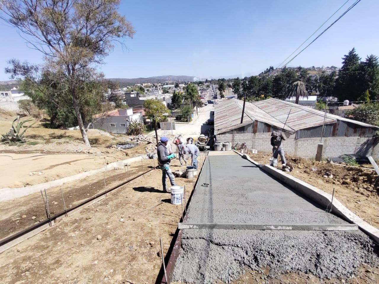 Rafael Zambrano sigue ejecutando pavimentos en Ixtacuixtla