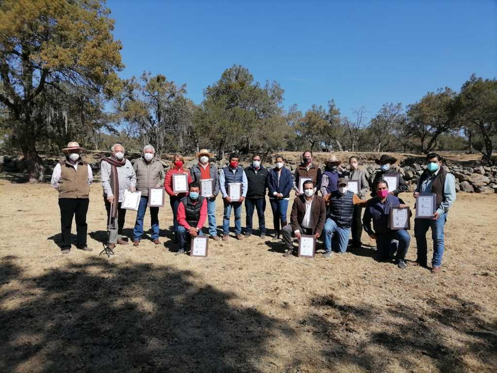 Realiza Michaelle Brito entrega de reconocimientos a ganaderos de toros de lidia de Tlaxcala