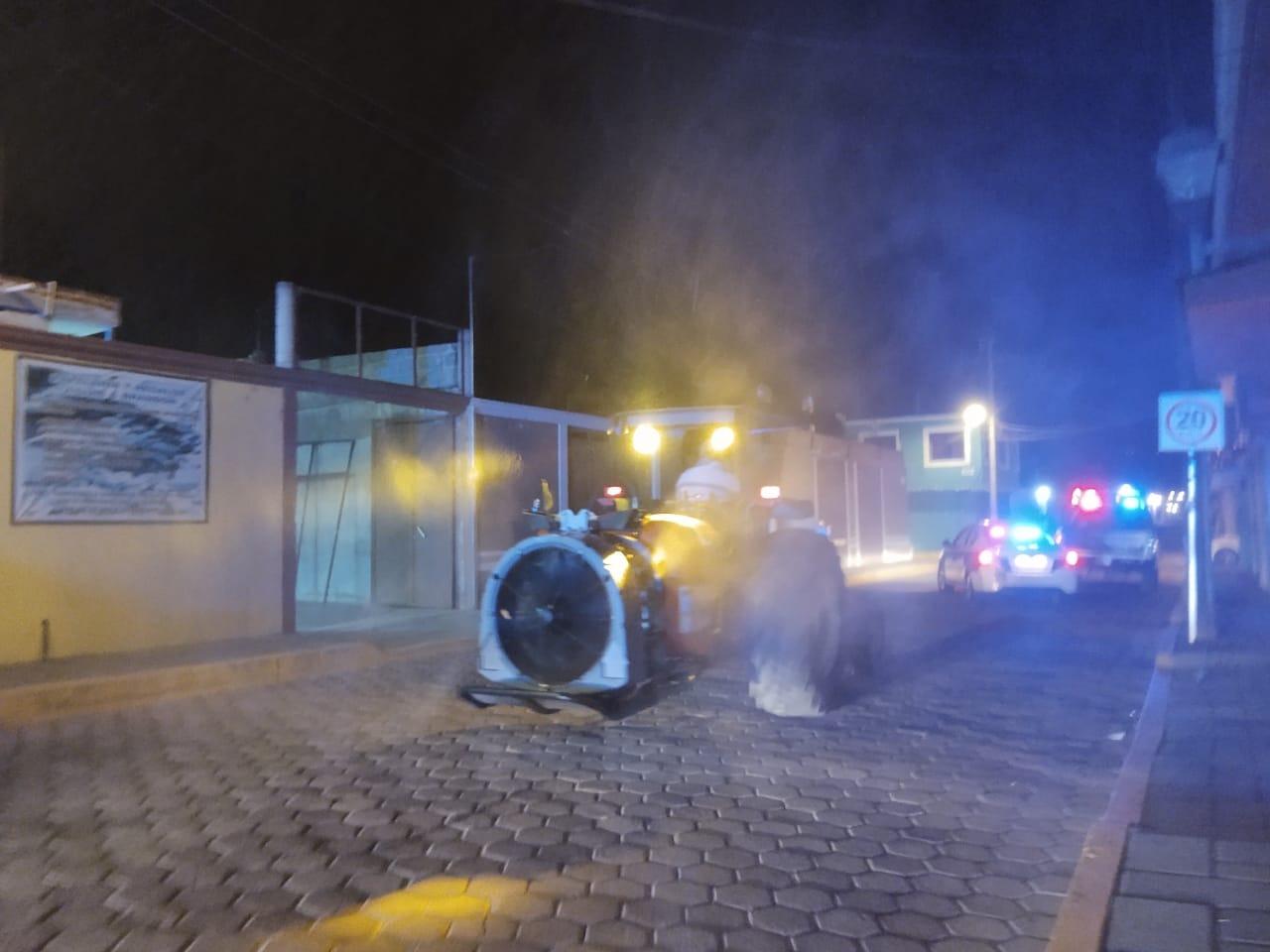 Sanitizan y limpian calles de Ixtacuixtla como medida preventiva contra el Covid