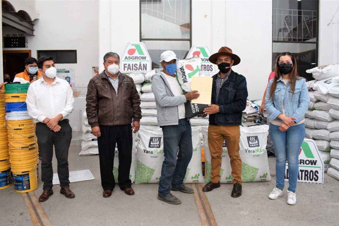 Tomás Orea continúa con el apoyo a productores en Zacatelco