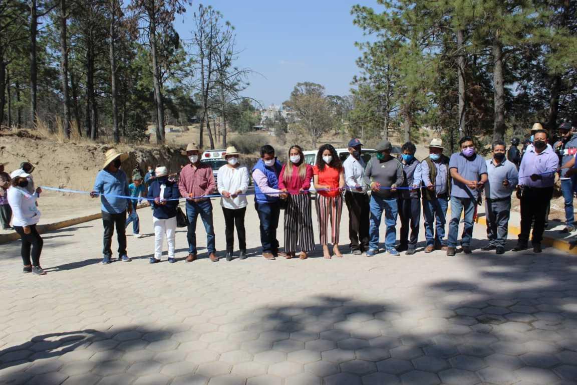 Autoridades estatales y municipales entregaron  la Avenida Cecyte en Tepetitla