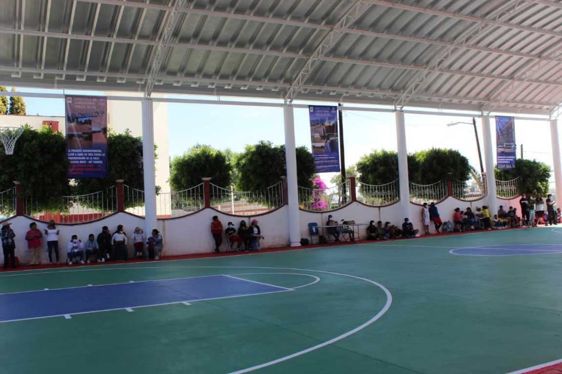 Autoridades municipales y de comunidad inauguraron la techumbre en Villa Alta
