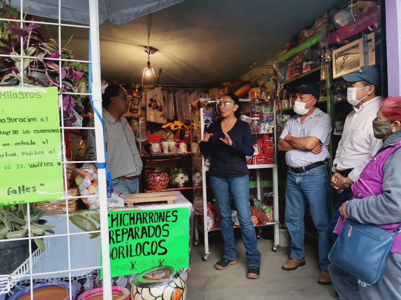 Mayra Vázquez mantiene contacto directo con los ciudadanos de Xaltocan