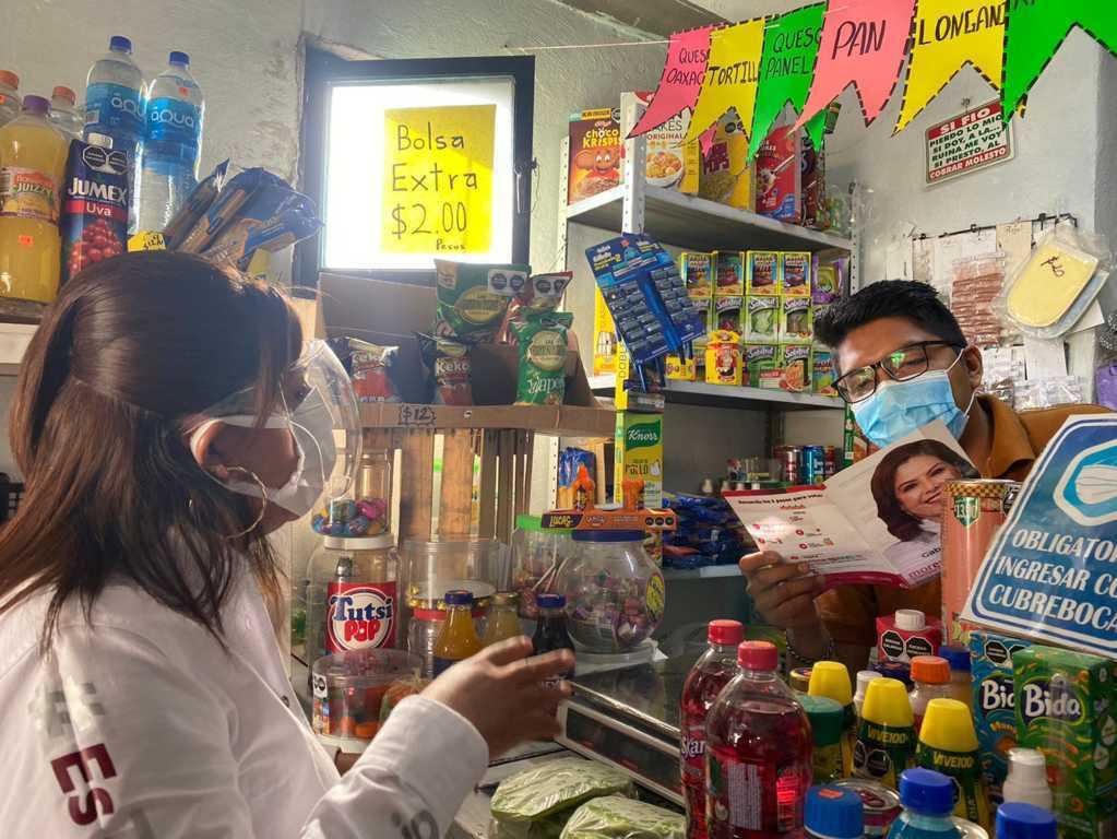 Gabriela Brito lleva sus propuestas a habitantes de San Gabriel Cuauhtla