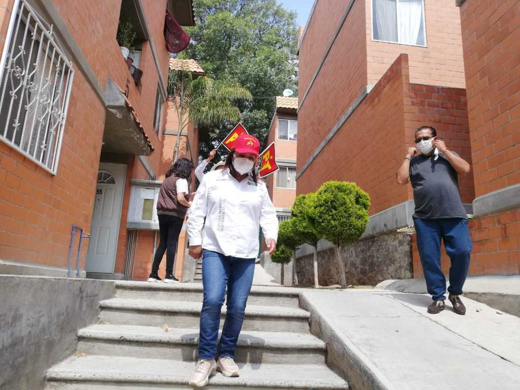 En Acuitlapilco reciben con muestras de apoyo a Gabriela Brito Jiménez