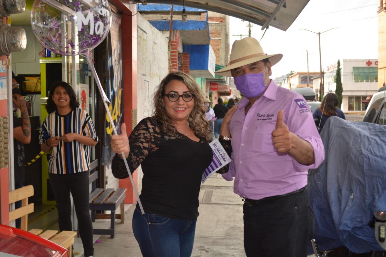 Con mariachi Ricardo Morales cruz festeja a las madres en Apizaco