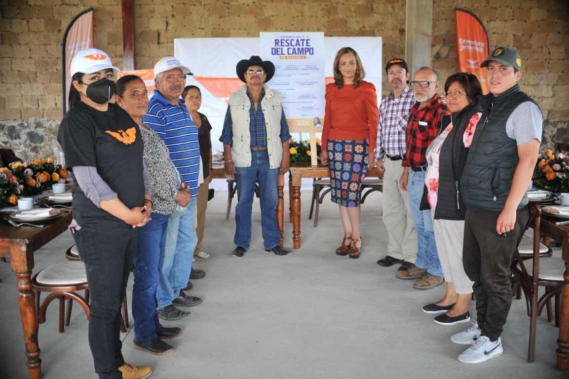 Firma Eréndira Jiménez 10 compromisos para el rescate del campo tlaxcalteca.