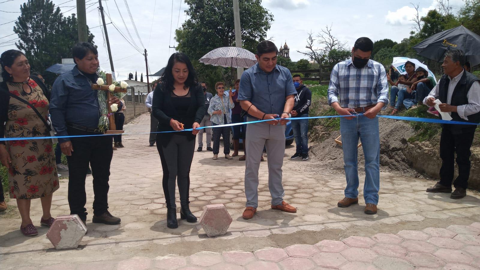 Inaugura Giovanni Pérez calle nueva en los Reyes