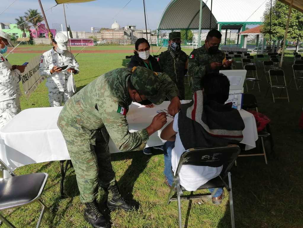 Vacuna contra Covid-19: del campo de béisbol a Secundaria Gabriela Mistral en SPM