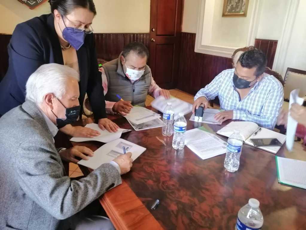 Firman convenio para entrega recepción en Chiautempan